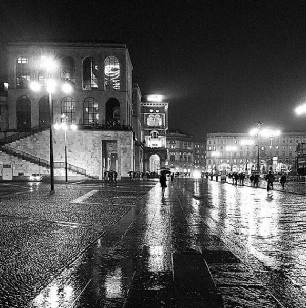 #brerainchiaroscuro, di @my_mailand. Terzo classificato (foto scattata in piazza Duomo, Milano)