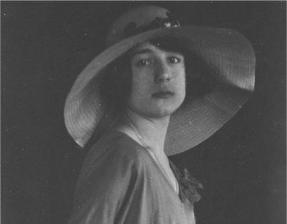 Il romanzo rosa e l'opera di Elisa Trapani