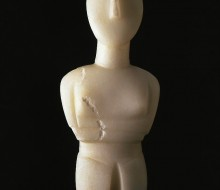 Female Idol, Folded-Arms Form
