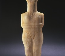 Idol, Folded-Arm Form
