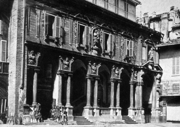 Palazzo delle Scuole Palatine in Piazza Mercanti a Milano