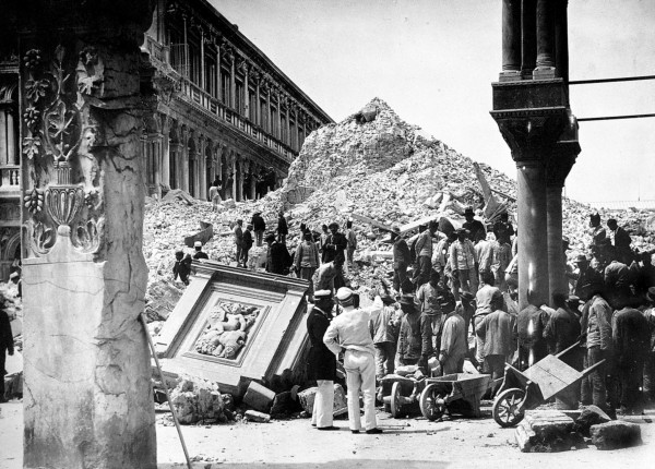 Macerie dopo il crollo del campanile di San Marco a Venezia