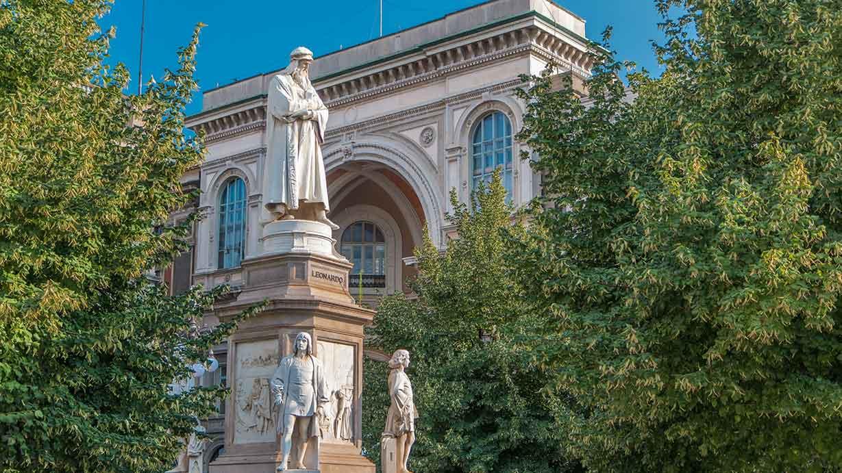 Monumento a Leonardo da Vinci, Pietro Magni, 1872 (piazza della Scala, Milano)