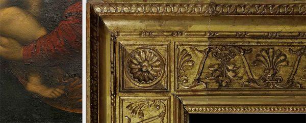 A sinistra, particolare in luce radente, si evidenziano i sollevamenti (Fig. 9); accanto, tassello di pulitura della cornice (Fig. 10)